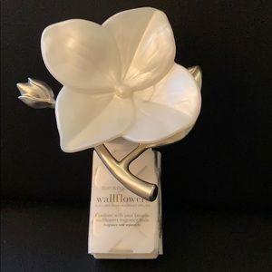 NEW: White Flower Wallflower Wallflowers Unit Plug